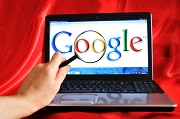 Google logo op laptop
